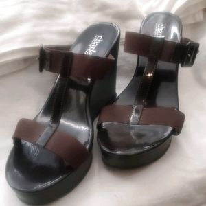 Charles David's brown wedges size 8